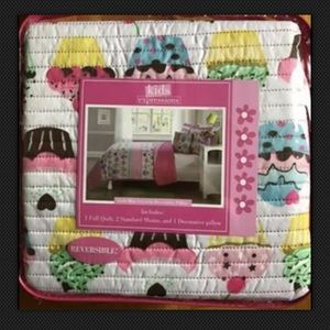 Other - Pink cupcake 4 pces twin/double reversible quilt